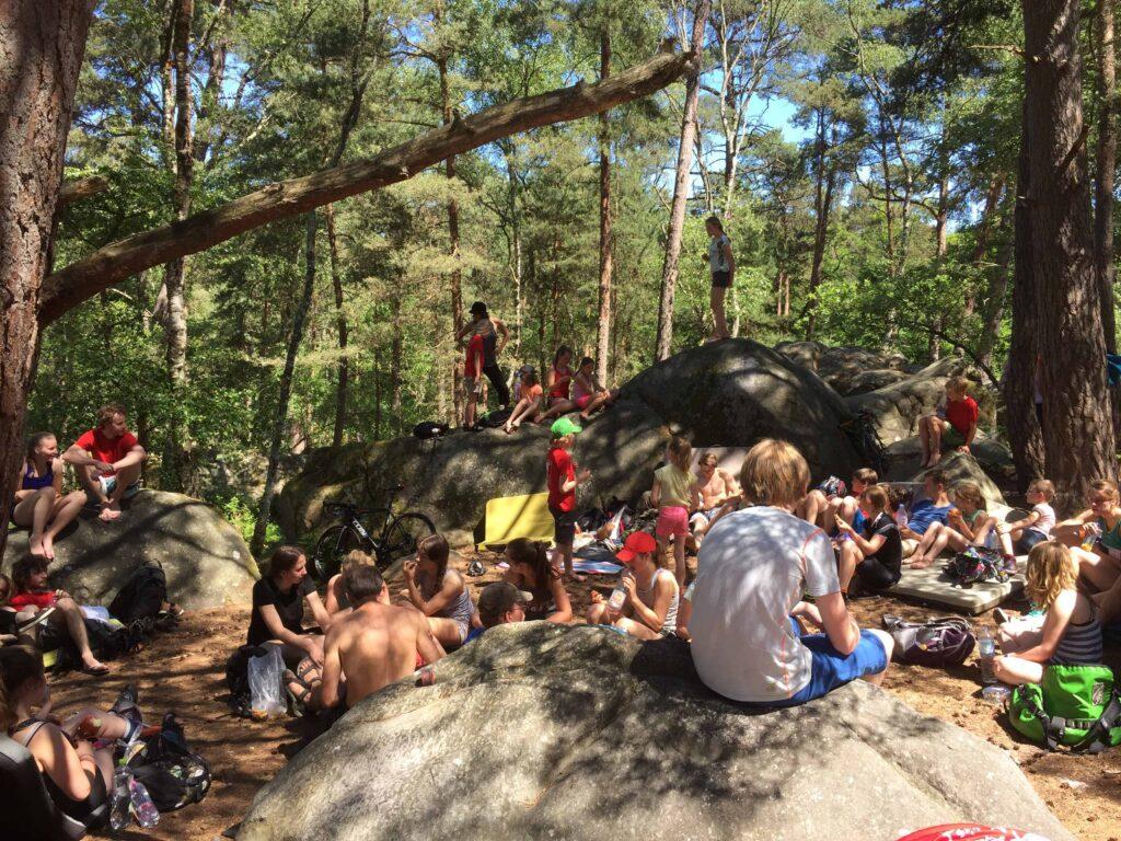 Samen lunchen bij de boulders.
